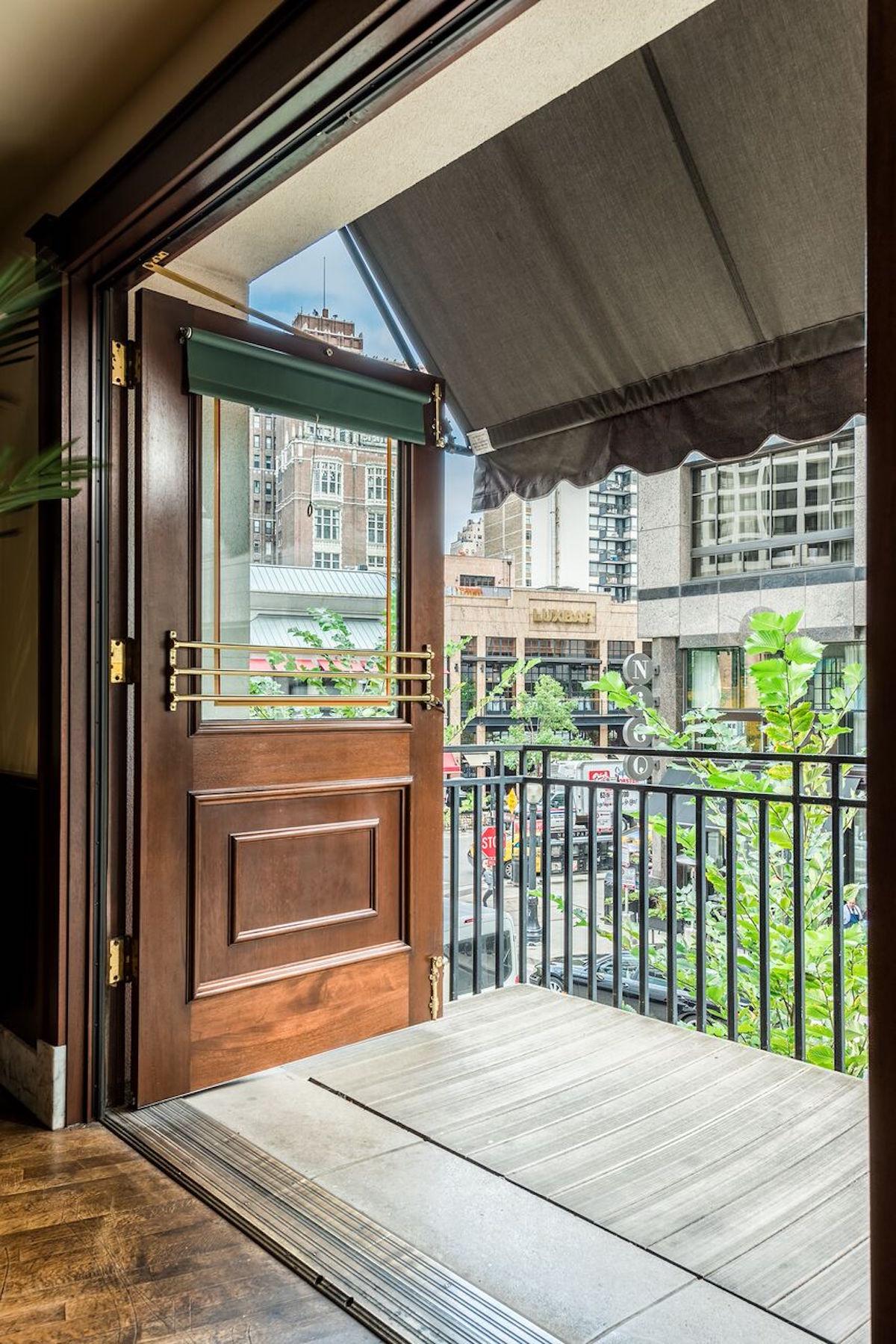 Balcony image of Hugo's Frog Bar
